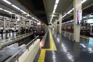 IMG阪急電車 梅田駅