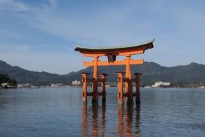 ⑥厳島神社横からの鳥居0611